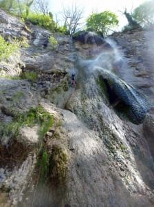 Cascade de 45 m de Syratu